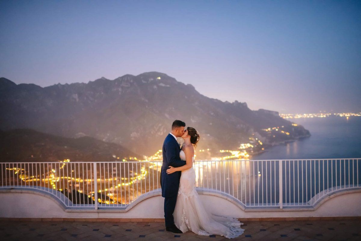 couple kissing at villa eva, ravello, amalfi coast wedding
